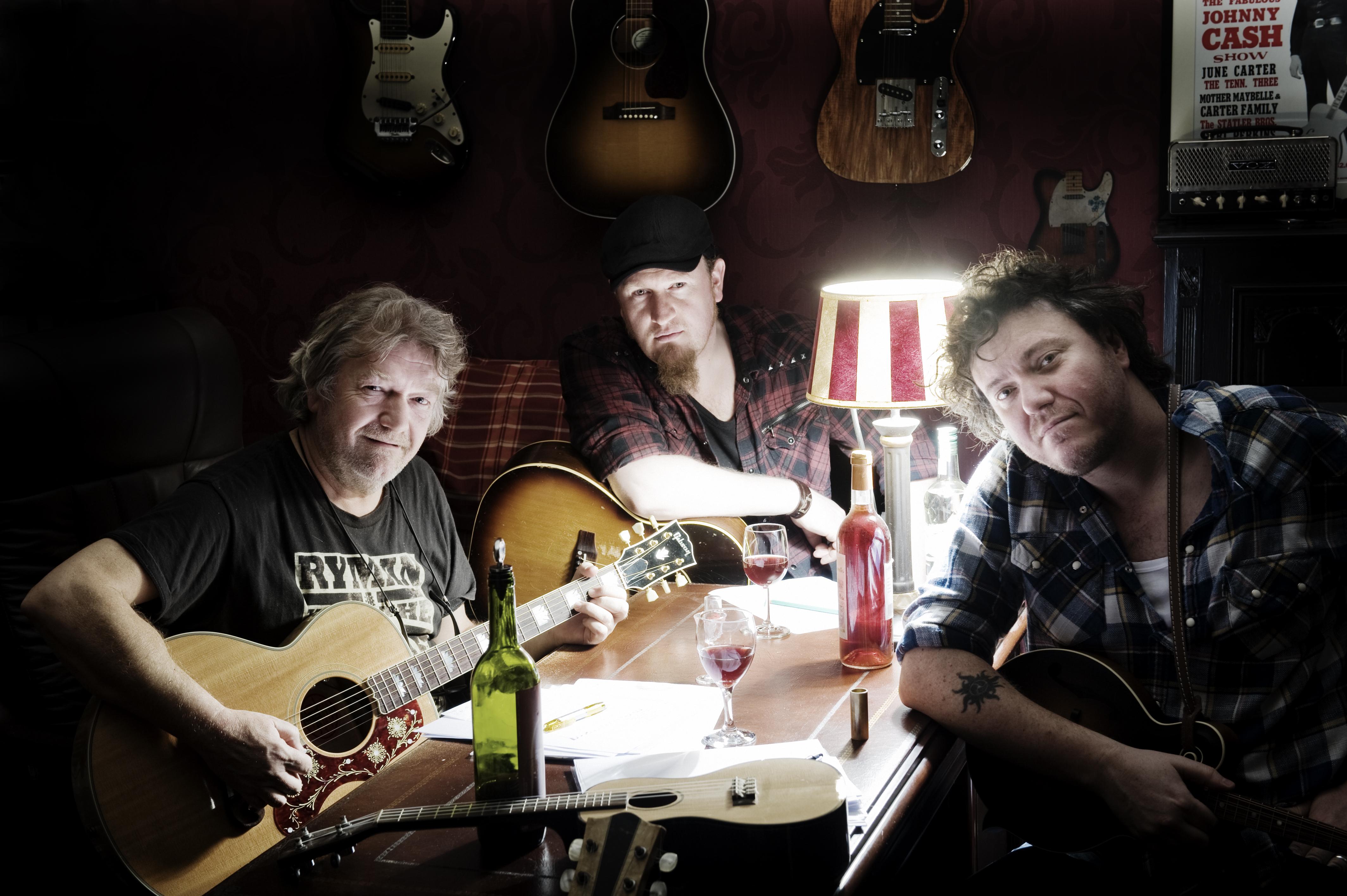 Alex Vissering, Edwin Jongendijk en Jan Henk de Groot brengen samen als De Troebadoers hun tweede album uit. Hun toer 'Nachtkrabers' door Noord-Nederland begint op 26 september in Ons Noabershoes in Veelerveen.