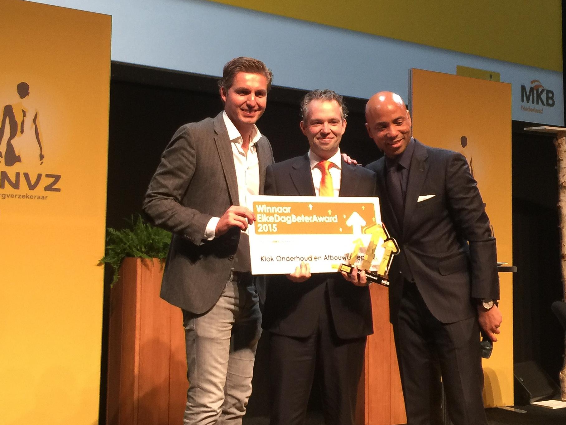 Klok Onderhoud- & Afbouwgroep in Assen is verkozen tot Vitaalste Bedrijf van Nederland, op 25 november 2015 in de Amsterdam RAI. Directeur Leon den Hertog kreeg de ElkeDagBeterAward overhandigd door Pieter van den Hoogenband en Humberto Tan.