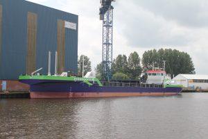 Scheepswerf SCHN in Foxhol bouwde in opdracht van het Duitse Brmeenports de eerste LNG-splijtbak voor baggerwerk in de haven.