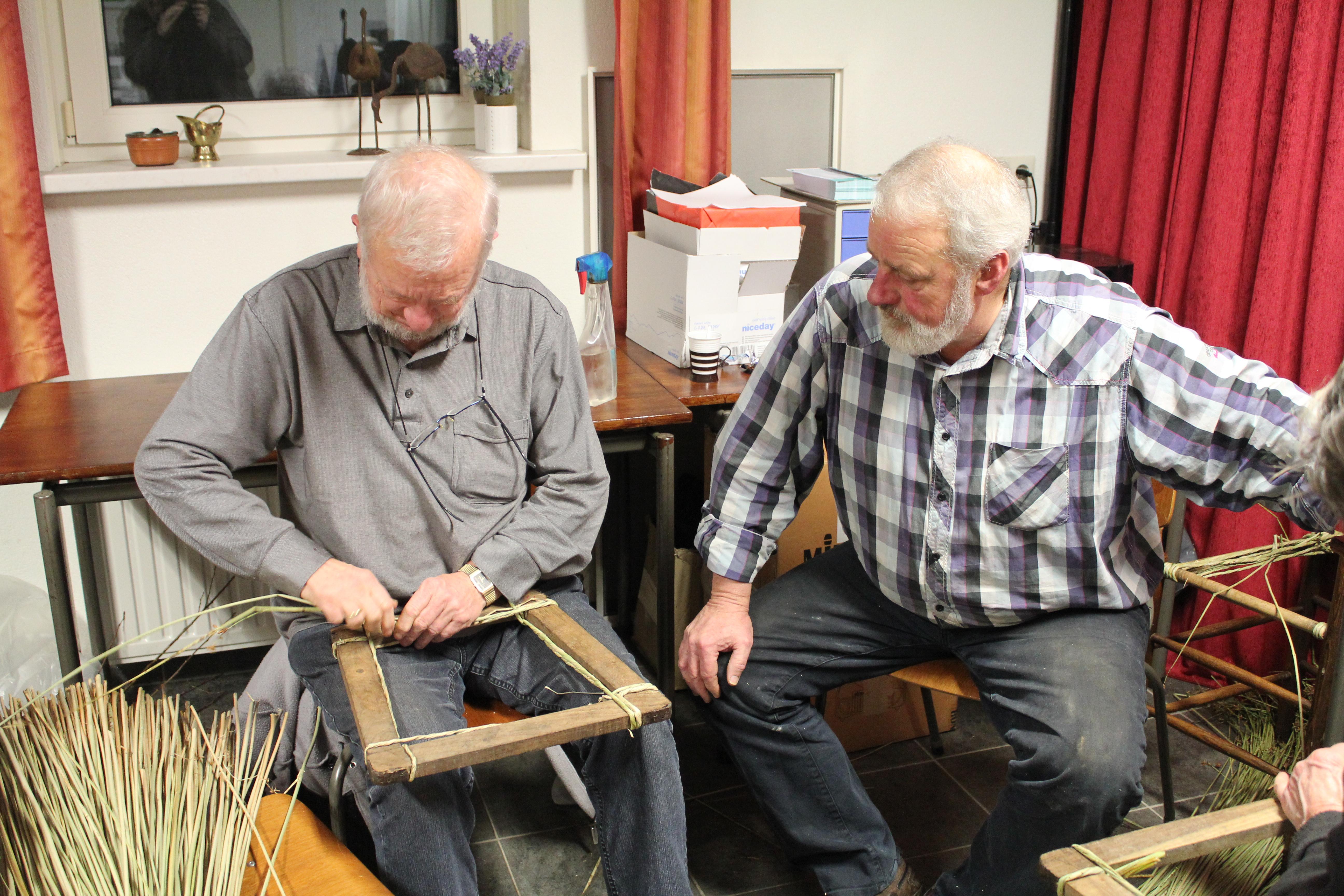 Reportage cursus stoelen matten bij Onstwedder Gaarv'n